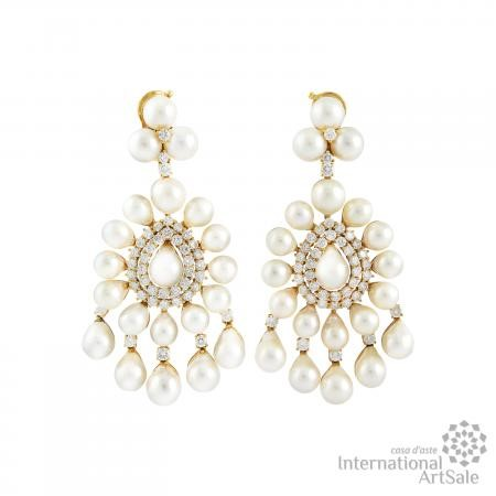 PAIR OF DIAMOND, CULTURED PEARL AND GOLD EARRINGS, SABBADINI  - Auction Gioielli e Orologi - International Art Sale - Casa d'Aste
